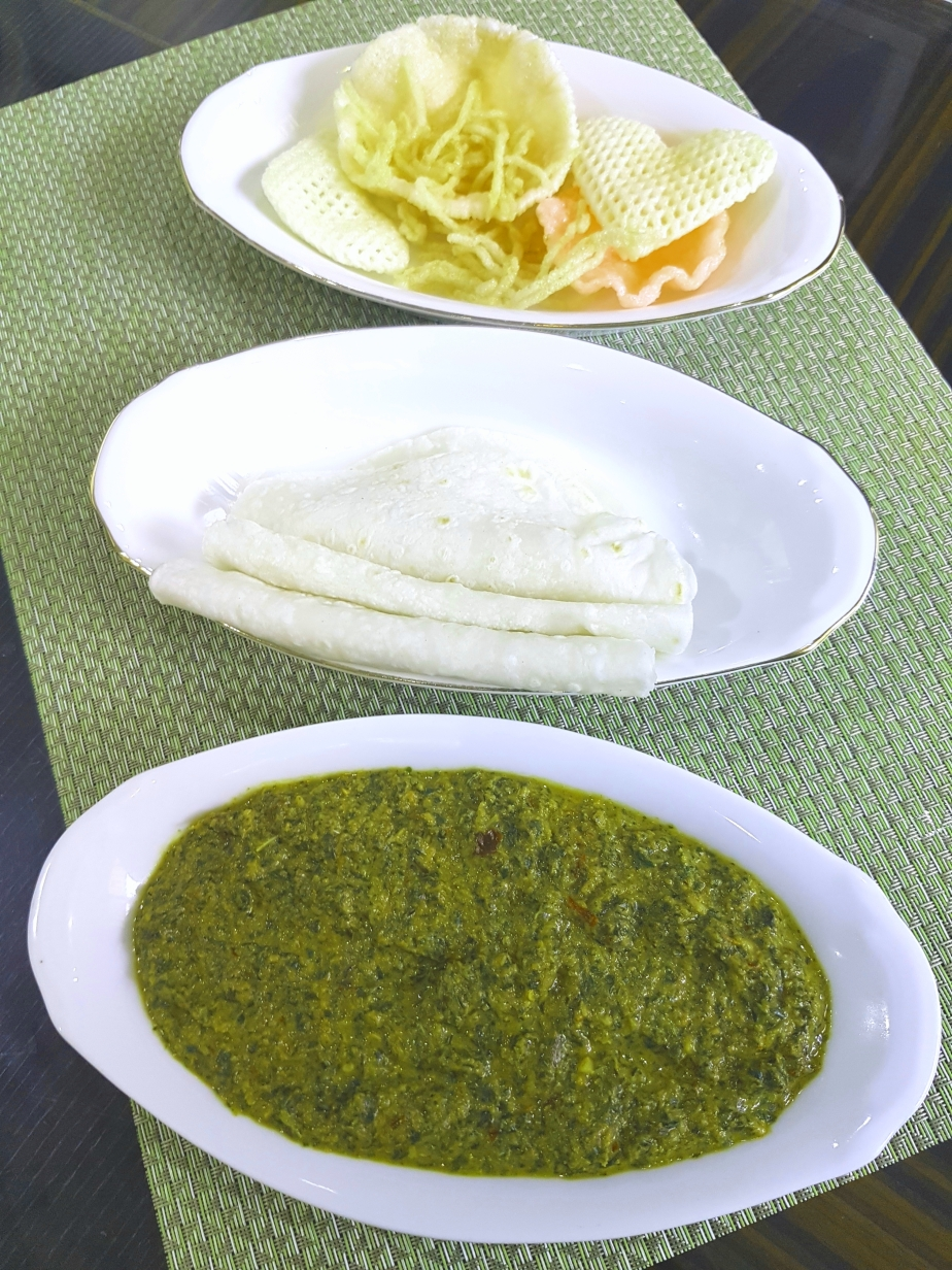 Spinach chutney with rice flour roti
