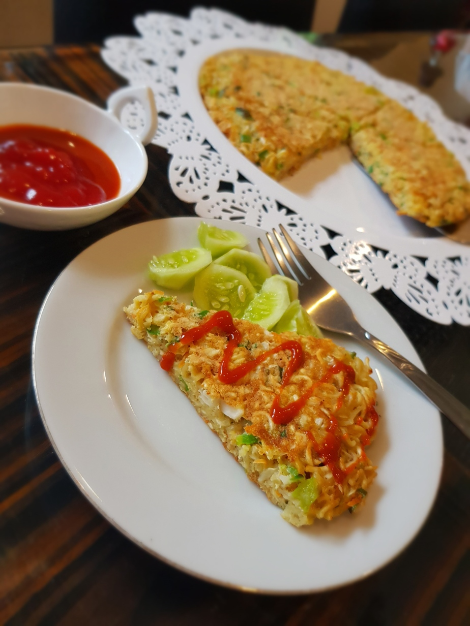 Asian fusion noodle omelette